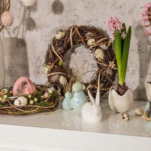 Wielkanocny stroik i wianek to  obowiązkowy element świątecznej dekoracji domu. Fot. Salony Agata