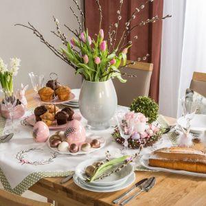 Na wielkanocnym stole warto postawić na wiosenne pastele. Fot. Salony Agata