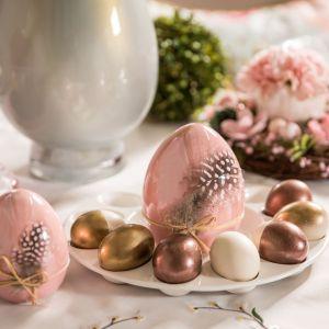 Pomysł na wielkanocną dekorację stołu. Fot. Salony Agata