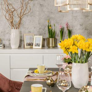 Wiosenna i wielkanocna dekoracja domu w pastelach i złocie. Fot. Salony Agata