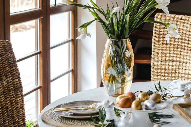 Jeśli w twojej jadalni, kuchni czy salonie królują kojące barwy ziemi, motywy florystyczne i drewniane faktury, sięgnij po świąteczne ozdoby inspirowane urokami natury. Zobaczcie sporą garść ciekawych propozycji na wielkanocne dekoracje domu.
