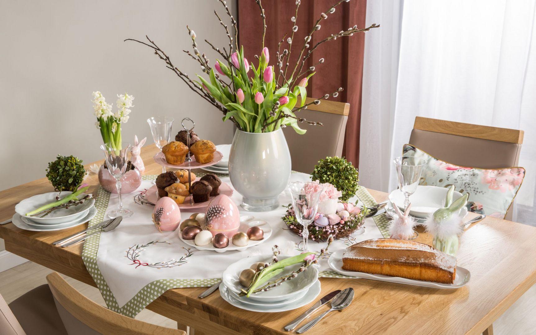 Świetny pomysł na dekorację stołu na Wielkanoc. Fot. Salony Agata