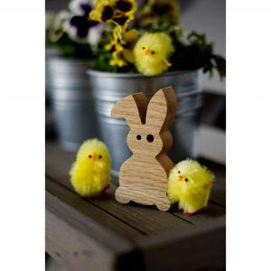 Wielkanocne dekoracje: drewniany króliczek. Fot. Pakamera.pl