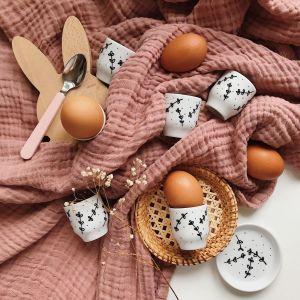 Wielkanocne dekoracje: kieliszki na jajko. Fot. Pakamera.pl