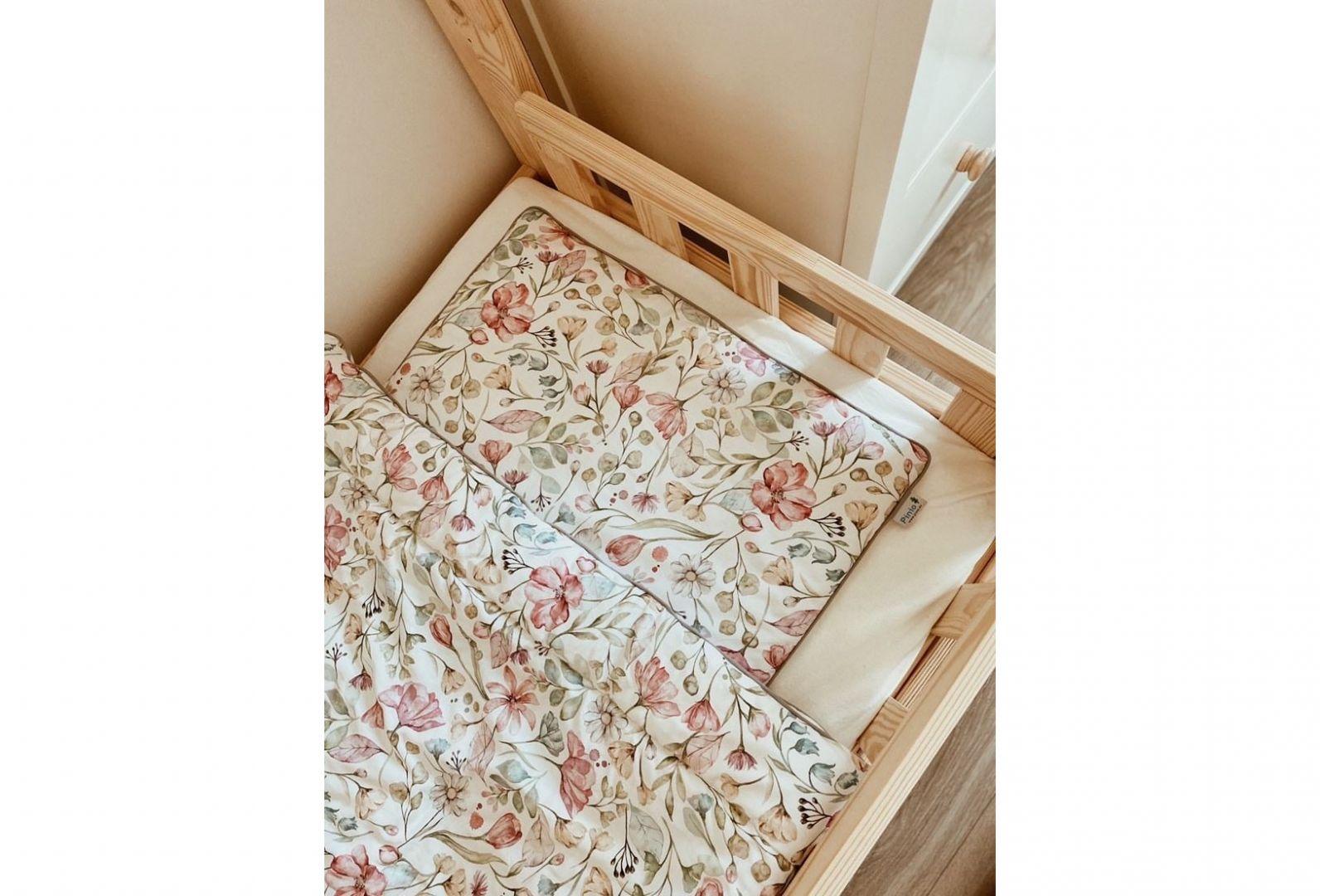 Delikatna bawełna, antyalergiczne wypełnienie – to podstawa dla dziecięcej skóry, a przy wyborze tekstyliów warto również zwrócić uwagę na możliwości ich szybkiego czyszczenia. Fot. Pinio