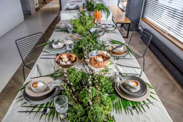 Jakie dekoracje warto wybrać na wielkanocny stół? Jakie będą najciekawsze ozdoby? Jaka zastawa będzie wyglądała na stole wyjątkowo? Zobaczcie piękne inspiracje na wielkanocny stół przygotowane przez architektów z Decoroom.