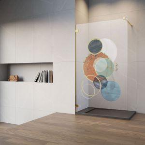 Kabina prysznicowa z kolorowym nadrukiem sprawi, że pozornie zwykły element wyposażenia łazienki stanie się unikatową dekoracją. Fot. Radaway