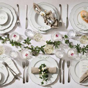 Świątecznie udekorowany stół w stylu tradycyjnym. Fot. Fyrklovern