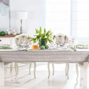 Wielkanocny stół w stylu romantycznym. Fot. Dekoria