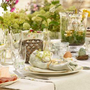 Odświętny stół wielkanocny w stylu tradycyjnym. Fot. Villeroy&Boch