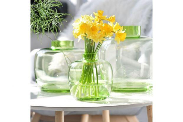 Jaki wazon na kwiaty wybrać? W jakim będą prezentowały się najlepiej? W wazonie pękatym, strzelistym, kryształowym? Podpowiadamy! Zobaczcie kilka ciekawych pomysłów na wazon, który podkreśli urodę kwiatów.