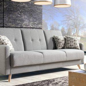 Sofa do małego salonu z kolekcji Scandi. Dostępna w ofercie firmy Caya Design. Fot. Caya Design