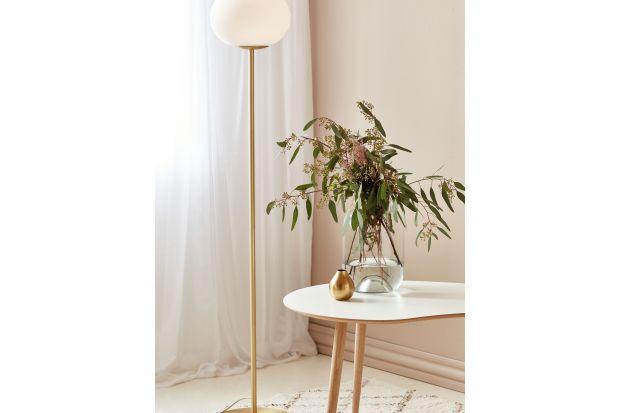 Jakie oświetlenie wybrać do salonu oraz jadalni? Postaw na lampy łączące nowoczesne technologie i piękny, skandynawski design.<br /><br /><br />