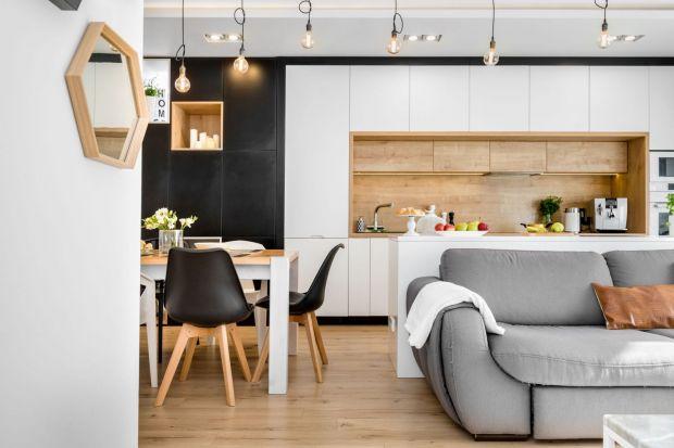 Płytki, szkło, fototapeta, cegła. Pomysłów na wykończenie ściany nad blatem w kuchni jest bardzo dużo. Jak wybrać ten najlepszy? Zobaczświetne pomysły na ścianę nad blatem z polskich domów i mieszkań.