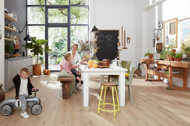 Jaką podłogę wybrać do salonu?Które produkty sprawdzą się w kuchni? Co sprawdzi się w sypialni? Wybierz nowoczesne, ekologiczne, bezpieczne i trwałe podłogi Purline. Będąa pięknie wyglądały zarówno w salonie, jak i w kuchni.