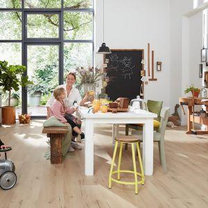 Nowoczesne podłogi Purline marki wineo są ekologiczne, bezwonne i niskoemisyjne, a co za tym idzie – bezpieczne dla zdrowia domowników. Fot. wineo