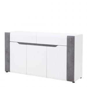 Komoda Brando posiada 2 pojemne szuflady na prowadnicach kulkowych w górnej części mebla. Poniżej znajduje się szafka z półkami. Cena: 829 zł. Fot. Salony Agata