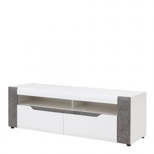 Szafka RTV Brando posiada półkę otwartą pod blatem podzieloną na dwie równe części oraz 2 pojemne szuflady. Cena: 5699 zł. Fot. Salony Agata