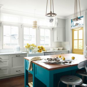 Nowe życie szafek kuchennych. Fot. Benjamin Moore