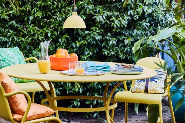 Idealne miejsce do odpoczynku na świeżym powietrzu możemy stworzyć samodzielnie w ogrodzie lub na balkonie. To doskonały sposób na aktywne spędzenie wiosennego weekendu.