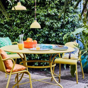 Annie Sloan - meble ogrodowe pomalowane Chalk Paint w kolorze English Yellow zapezpieczone Chalk Paint Lacquer Gloss.
