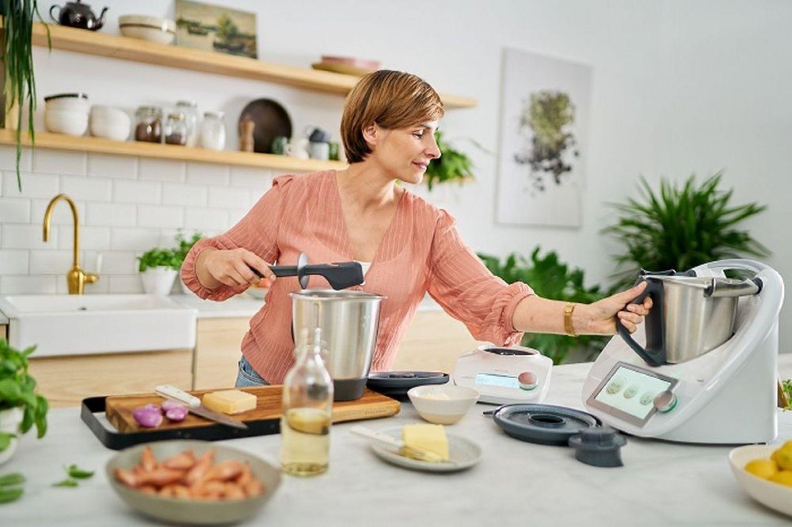 Urządzenie nie tylko skraca łączny czas gotowania, ale również pozwala rozwinąć umiejętności kulinarne i urozmaicić potrawy. Fot. Thermomix