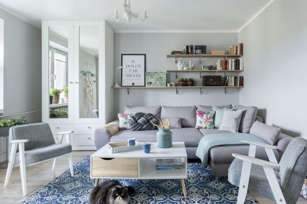 Zastanawiasz się jaką sofę wybrać do swojego salonu? Nie masz jeszcze pomysłu, a lubisz kolor szary? Weź pod uwagęnarożnik w szarym kolorze. Jest modny, wygodny i pięknie wygląda.Szary narożnik to świetny wybór do każdego salonu!<br /