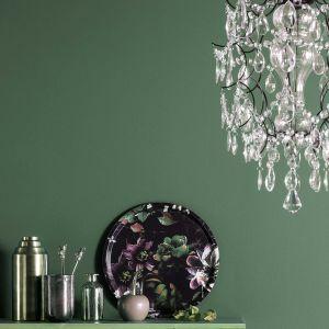 Innym mocnym akcentem wśród nowości kolorystycznych Beckers Designer Collection jest odcień ciemnej zieleni – Glamour. Fot. Beckers Designer Collection