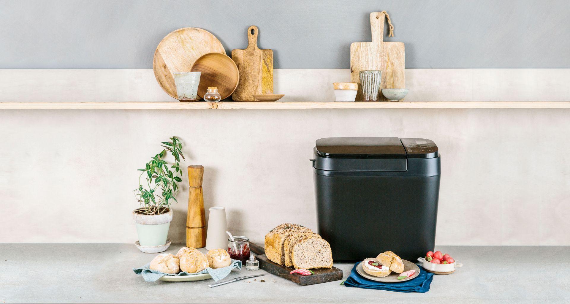 SD-R2530 to w pełni automatyczny wypiekacz do chleba z dozownikiem rodzynek i orzechów. Fot. Panasonic
