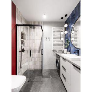 Mała, nowoczesna łazienka z prysznicem. Projekt: Maria Nielubszyc, pracownia PURA design. Zdjęcia: Jakub Nanowski