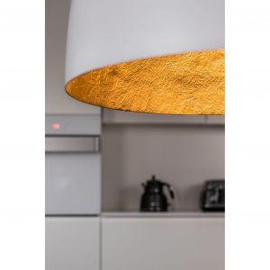 Wnętrze każdego z kloszy jest złote oraz ma charakterystyczną strukturę, co sprawia, że oprawy te wyglądają bardzo stylowo i nowocześnie. Fot. Nowodvorski Lighting