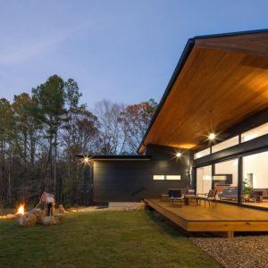 Wizualny efekt końcowy budynku wraz z otaczającą go roślinnością gwarantuje doznania estetyczne na najwyższym poziomie. Fot. Awilux