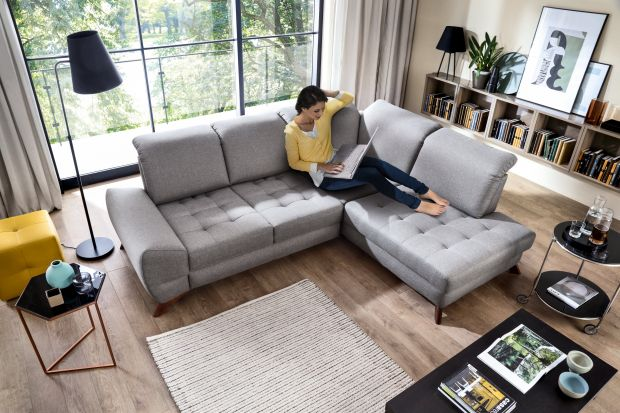 Wybierając meble wypoczynkowe do salonu warto postawić na narożnik. Zapewni on komfort i wygodę na co dzień, a dostępna na rynku oferta pozwoli z łatwością znaleźć wymarzony model.