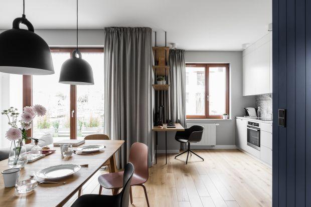 Na co zwrócić uwagę wybierając zasłony? Jakie kolory pasują do każdego wnętrza i będą pięknie i ponadczasowo wyglądać nawet za kilka lat? Zobacz inspiracje z polskich mieszkań i projektów architektów!