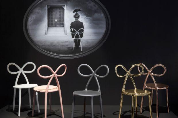 To eleganckie i nietuzinkowe jednocześnie krzesło można bez problemu kupić w Polsce! Czy to odważny pomysł do wnętrza? Jasne! Czy warto go mieć w domu? Oczywiście!