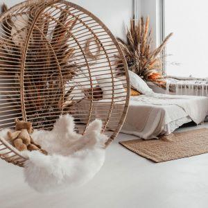 Wiszący fotel boho Ball marki Monnarita. Designerski projekt, wykonany z 100% naturalnego rattanu. Cena: 1990 zł, Monnarita