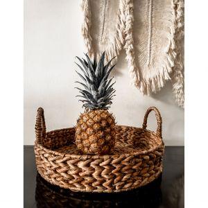 Taca Monnarita Bali z hiacyntu wodnego jest niezwykle użyteczna, gdy chcemy podać na tarasie kawę, napoje czy lekki posiłek. Fot. Monnarita