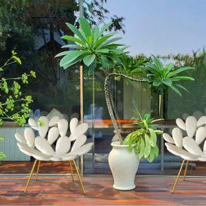 Fotel Filicudi, stworzony przez słynnego projektanta Marcantonia dla marki QeeBoo. Ażurowy wzór siedziska zainspirował kształt liści opuncji, co wywołuje nieoparte skojarzenia z krajobrazem śródziemnomorskiego wybrzeża. Fot. Dutchhouse.pl