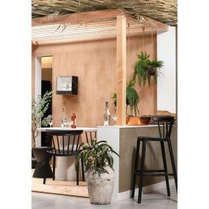 Krzesła Bliss z tworzywa sztucznego, zabezpieczonego specjalną powłoką przed promieniom UV (Woood). Fot. Dutchhouse.pl