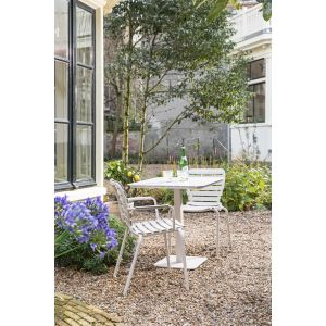 Krzesła Bistro z oferty marki Zuiver. Fot. Dutchhouse.pl