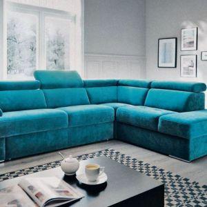 Narożnik w salonie z kolekcji Belluno w niebieskim kolorze. Dostępny w ofercie firmy Gala Collezione. Fot. Gala Collezione