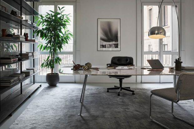 Pracujesz w domu? Nie wiesz jak odpowiednio zaplanować swoje miejsce pracy? Jakie biurko wybrać? Które krzesło będzie najwygodniejsze? Sprawdź, co radzą architekci. I zaplanuj swoje miejsce pracy w domu wygodnie i estetycznie!