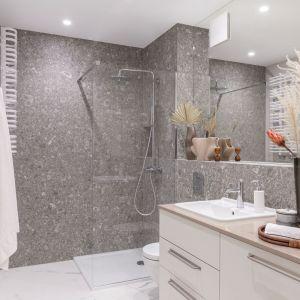 Łazienka z prysznicem. Projekt Kate&Co. Fot. Pion Poziom