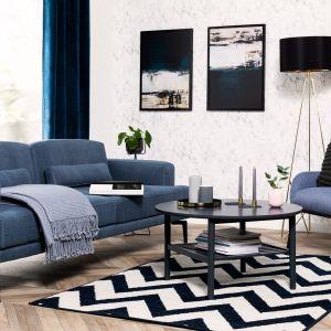 Sofa w salonie z kolekcji Tamari w zielonym kolorze. Dostępna w ofercie Black Red White. Fot. Black Red White