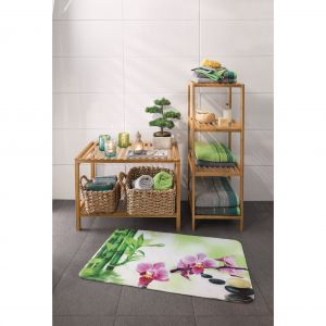 Osłonki z naturalnych materiałów – bambusa lub wikliny to świetny wybór do domowego spa. Fot. KiK