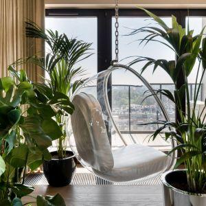 Wypoczynek pośród egzotycznych roślin. Realizacja wnętrza: Monika Staniec. Zdjęcia: Łukasz Bera