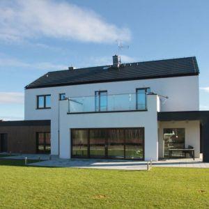 Dzisiejsi architekci mają do dyspozycji bogatą paletę wysokowydajnych materiałów, dzięki czemu budynki mogą być nietypowe i rzucające się w oczy. Fot. Baumit