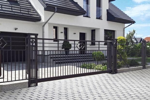Jakie ogrodzenie domu wybrać? Chcesz wyróżnić sięna tle innych posesji, ale nie przepadasz za ozdobnymi rozwiązaniami?Wybierzeoryginalne ogrodzenie o dynamicznej, ciekawej formie.