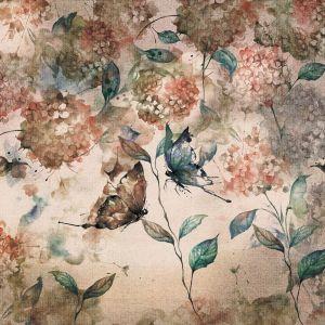 Delikatna, romantyczna, sielankowa - taka jest tapeta Papillon. Połączenie hortensji, motyli i lekkich plam zrobionych farbami. Cena: od 161,10 zł/m2. Marka: Walltime