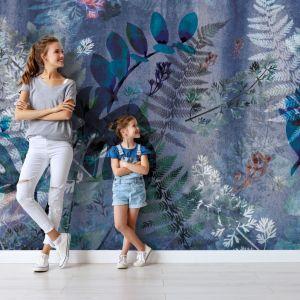 Piękna tapeta Flora z malarskim roślinnym wzorem. Cena: od 159 zł/me. Marka: Walltime